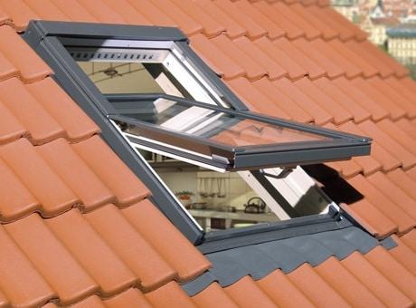 Kyvné střešní okno