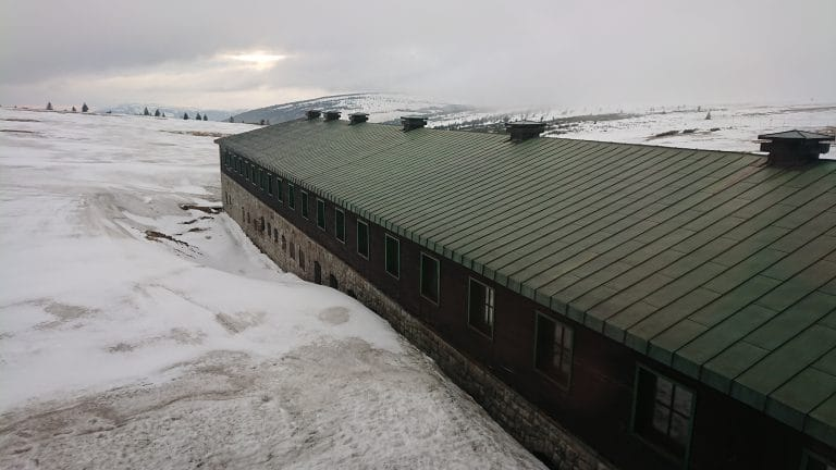 plechova strecha sjizdeni snehu